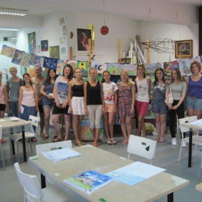 Uczestnicy warsztatów plastycznych