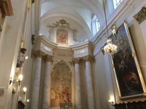 Ołtarz główny w kościele św. Ludwika