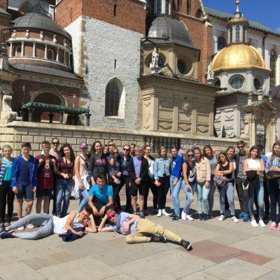 Uczestnicy projektu przed Katedrą na Wawelu