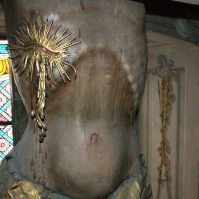 Krucyfiks w kaplicy Chrystusa Ukrzyżowanego, tors rzeźby przed konserwacją