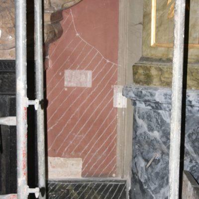 Prace konserwatorskie przy ścianach kaplicy