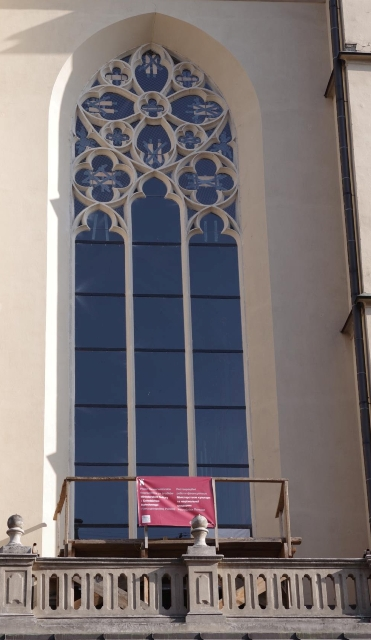 Okno chóru muzycznego po konserwacji