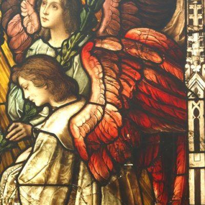 Witraż Matka Boża Królowa Aniołów przed konserwacją
