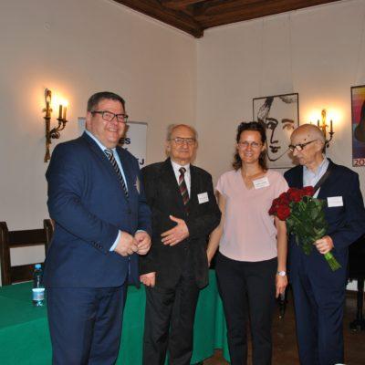 od lewej: G. Seroczyński - Dyrektor Biura Polonijnego Kancelarii Senatu,  prof. J. Zdrada - Prezes SOiKP, B. Dudzik  - Skarbnik SOiKP, prof. W. Miodunka